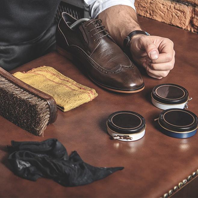 Уход за цветной мужской обувью